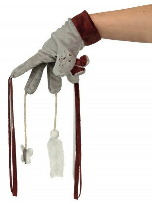 Trixie Toy Glove παιχνιδι για γατες γαντι με κρεμαστα παιχνιδακια